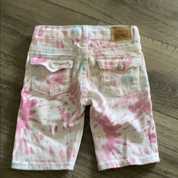 Levi's Other - Girls Levi's pink & white tie-dye shorts! Size 6